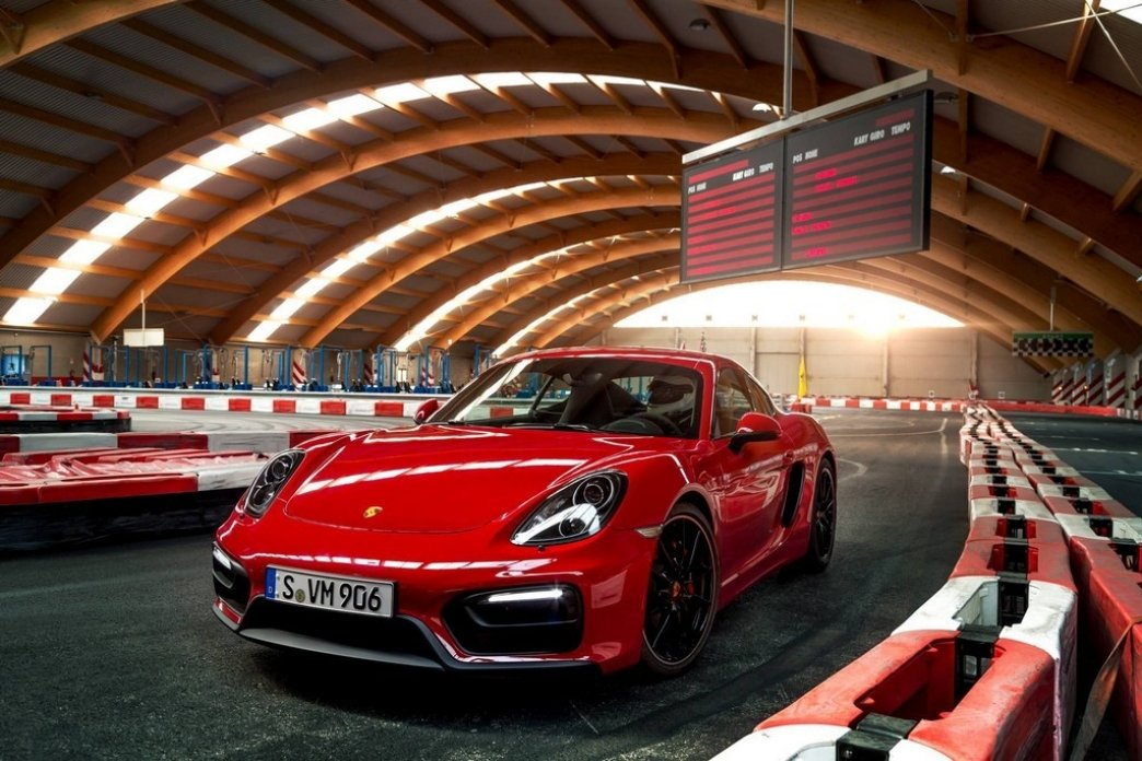 Al Porsche Cayman GTS también le gustan los circuitos de karts