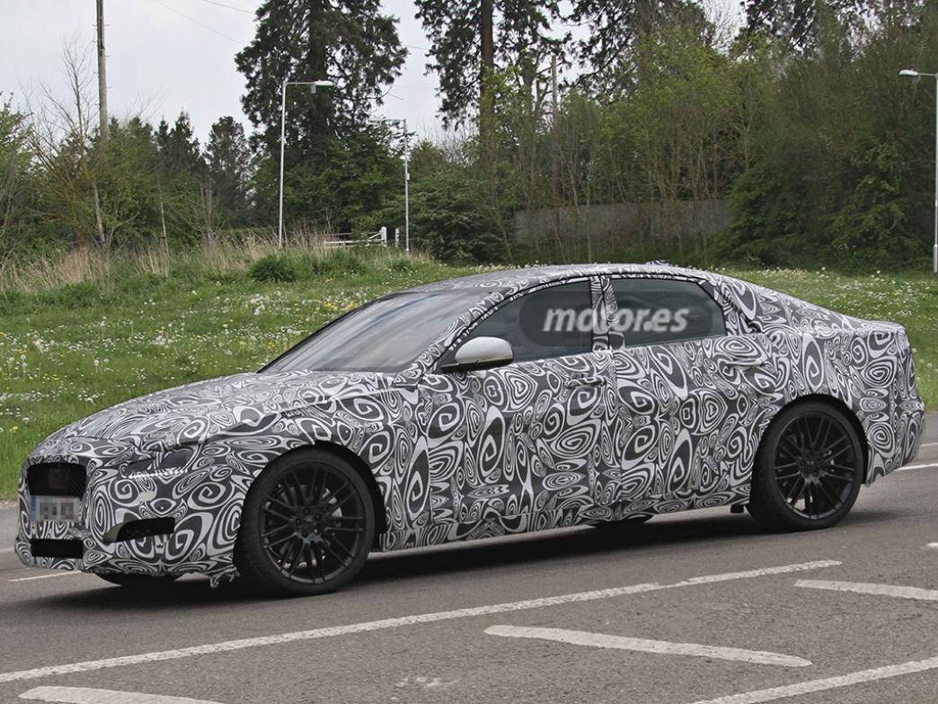 El Jaguar XF 2016 descubierto por primera vez durante unas pruebas