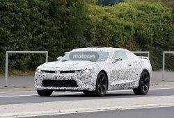 Chevrolet Camaro 2016, de pruebas con menos camuflaje en Nurburgring