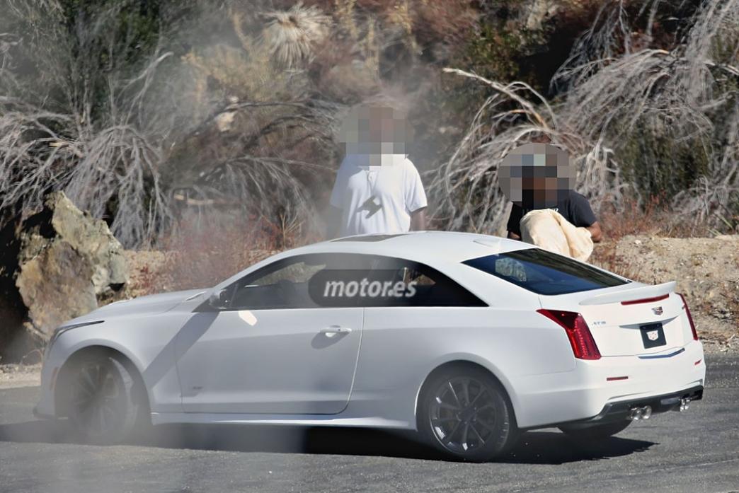 2016 Cadillac ATS-V Coupe completamente al descubierto