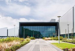 Jaguar-Land Rover inauguran su nuevo centro de motores