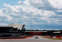 El McLaren-Honda debuta en la pista de Silverstone