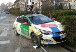 Un coche de Google se estrella en las calles de Serbia