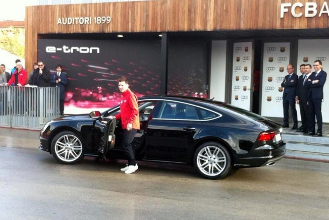 Audi Entrega Al Fc Barcelona Los Nuevos Coches De Sus