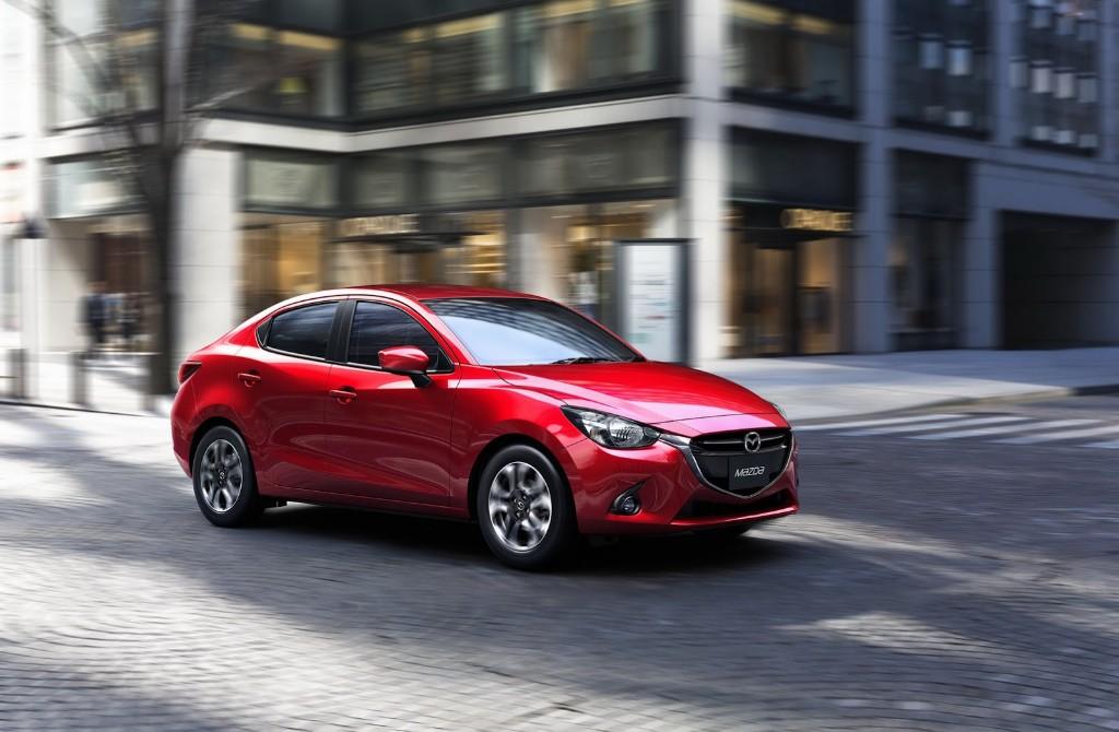 Primeras imágenes oficiales del Mazda 2 sedán que no veremos por aqui