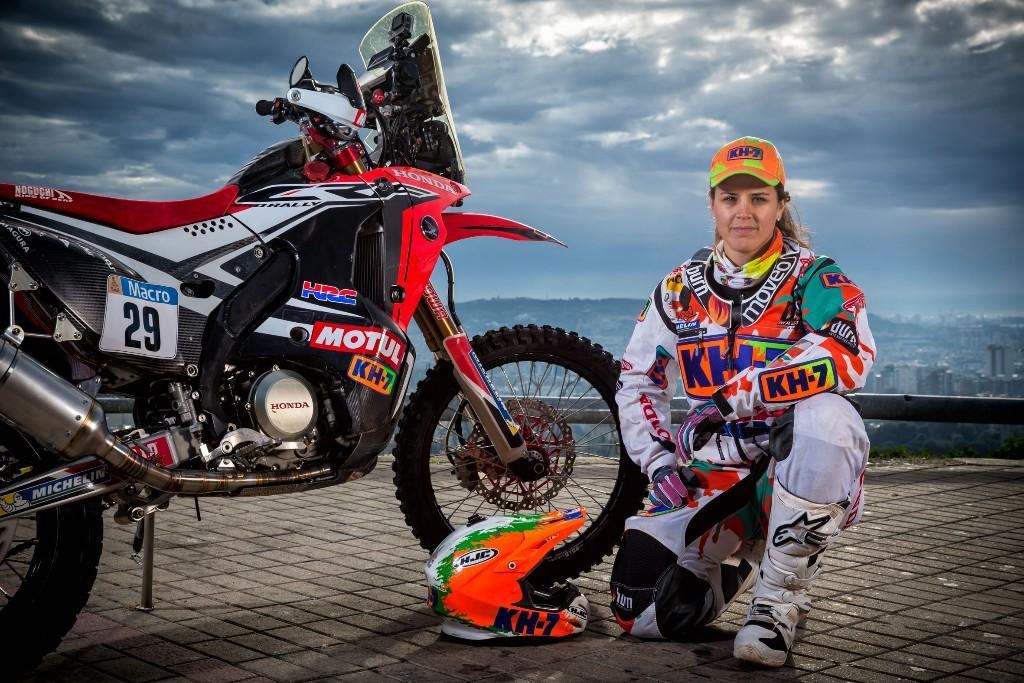 Laia Sanz: ''Intentaré mejorar en el Rally Dakar 2015 con la mejor moto que he conducido''