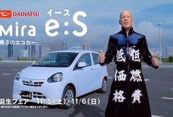Los más extravagantes anuncios japoneses de coches con estrellas de Hollywood