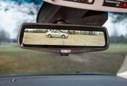 Cadillac desarrolla el retrovisor interior con emisión de imágenes por vídeo