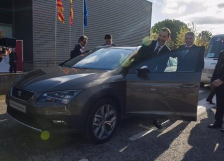 El Rey Felipe VI con Artur Mas en un Seat Leon X-Perience