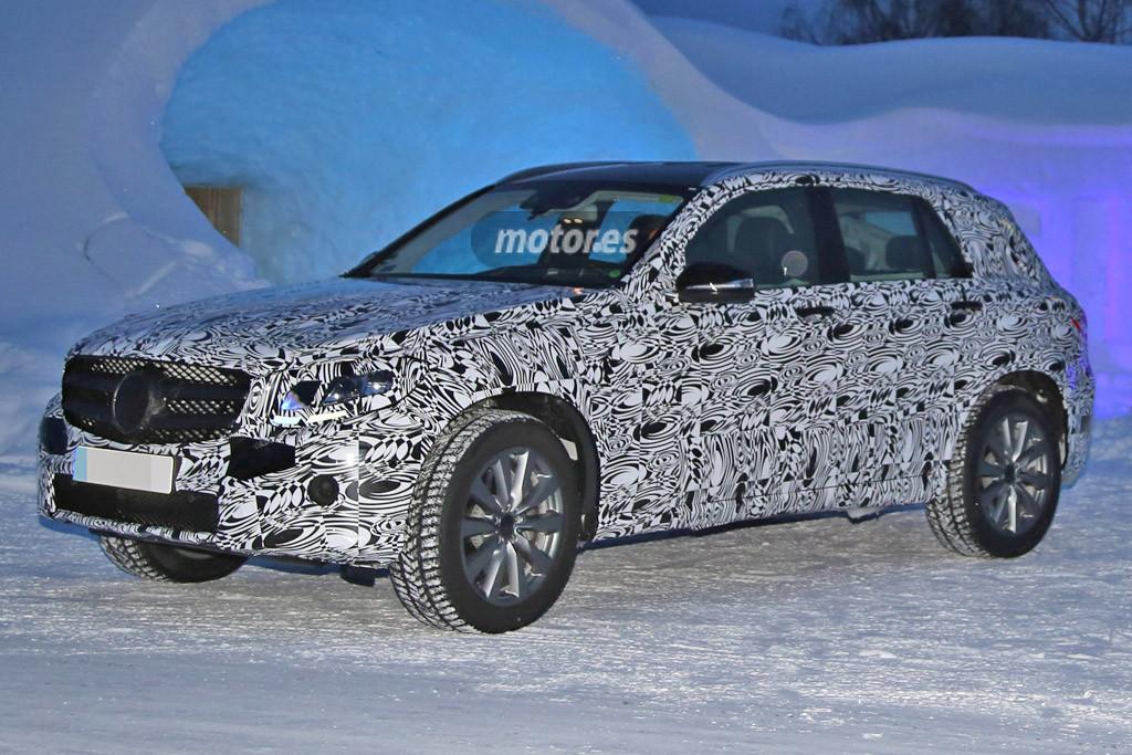 Mercedes-Benz GLC 2016 pillado en la nieve