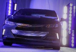 El Chevrolet Volt 2016 nos muestra su cara por primera vez (con vídeo)