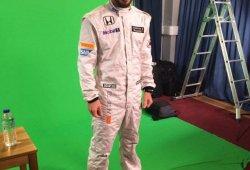 Fernando Alonso luce de blanco impoluto su nuevo mono de McLaren