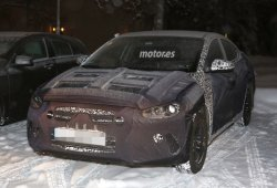 Hyundai Elantra 2016 espiado completamente camuflado