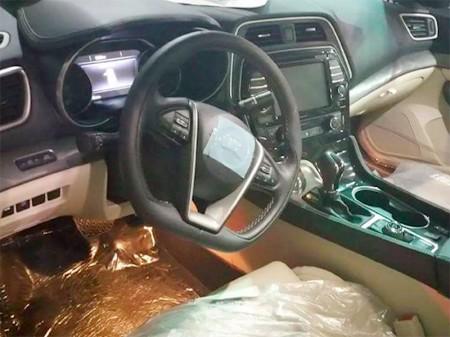 El Nissan Maxima 2016 muestra su interior por primera vez