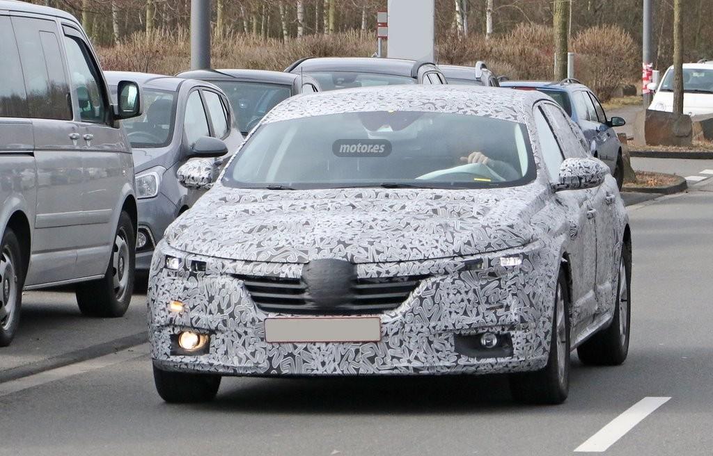 Renault Laguna 2016, descúbrelo en sus primeras fotos espía