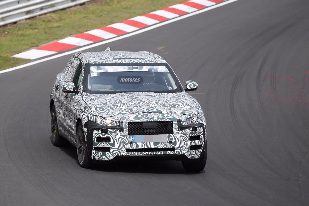 Jaguar F-Pace 2016 pillado en Nürburgring