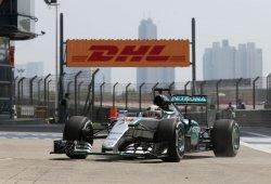 Hamilton mantiene el dominio en la FP2