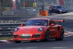 Mark Webber fotografiado a los mandos del Porsche 911 GT3 RS