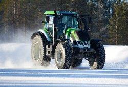 Así se bate el récord de velocidad para tractores... !en la nieve!