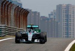 Rosberg acusa a Hamilton de comprometer su carrera en China