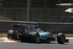 Hamilton mantiene su idilio con Shanghái y se lleva la pole