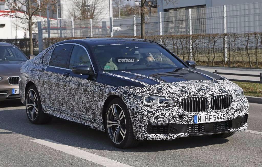 Descubrimos al BMW Serie 7 2016 circulando con el paquete M