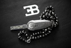 Para tu Bugatti Veyron, una llave con diamantes negros incrustados