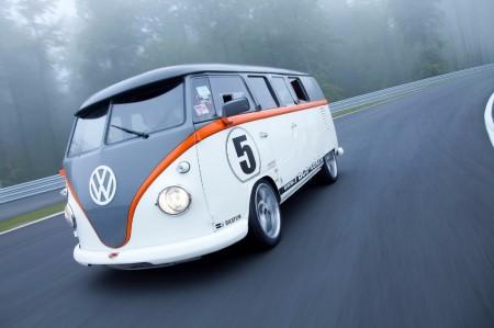 """Volkswagen Transporter T1 """"Race Taxi"""", su motor Porsche con 530 CV te acelerará el corazón"""