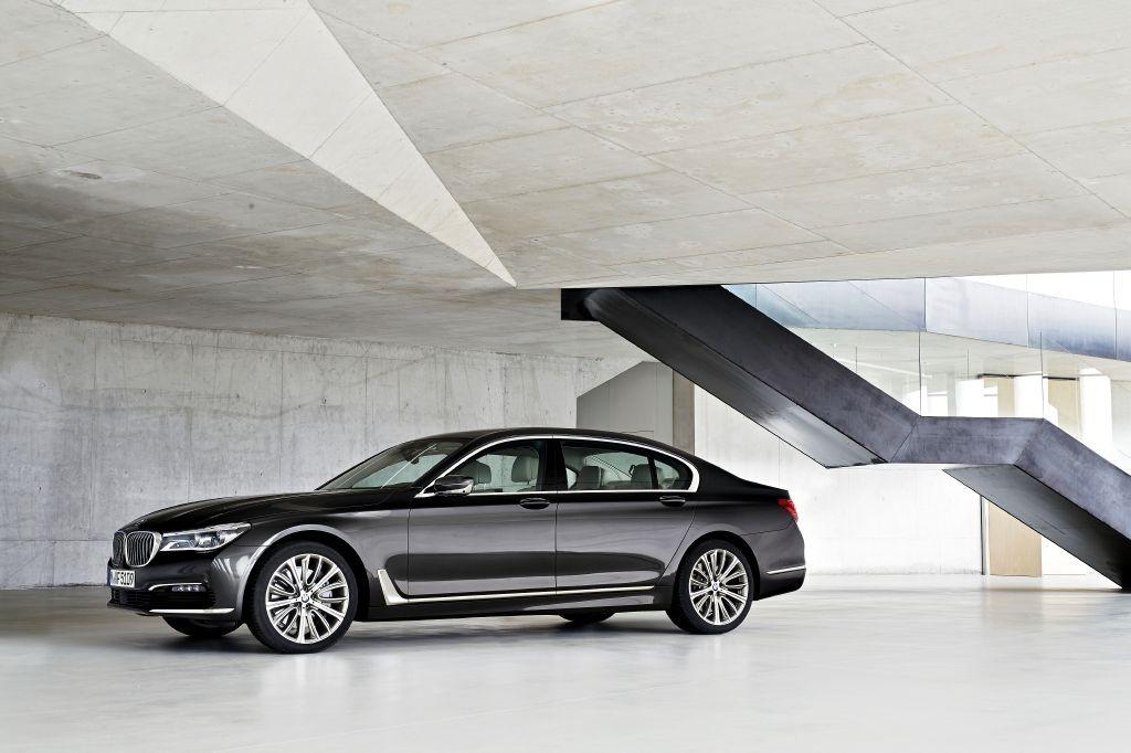 BMW Serie 7 2016 ya es oficial