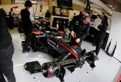Alonso abandona por avería en los terceros libres que domina Vettel