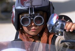 Anakin Skywalker arrestado por liarla parda en una persecución de coches