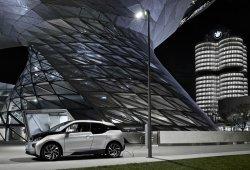 BMW ilumina tu calle y además carga tu coche con estas farolas