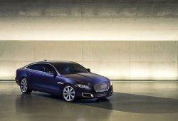 Jaguar XJ 2016, ligeramente mejorado pero siempre poderoso