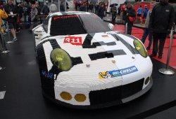 Increíble este Porsche 911 con la mitad de la carrocería en LEGO