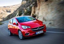 España - Mayo 2015: El Opel Corsa pisa el acelerador