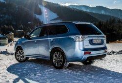 Noruega - Mayo 2015: La versión PHEV impulsa la demanda del Mitsubishi Outlander