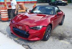 Sufre un accidente al estrenar su Mazda MX-5 y el concesionario le regala uno nuevo