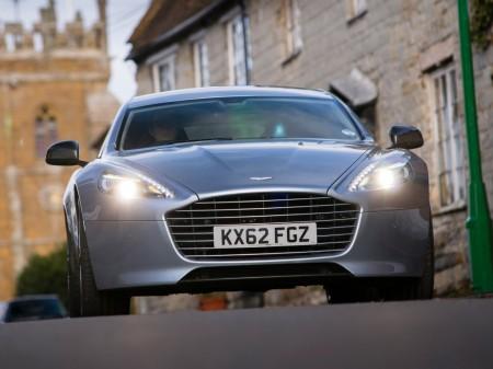 Aston Martin también competirá contra Tesla