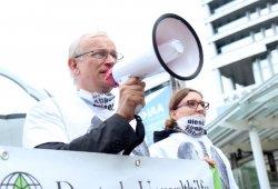 Daimler también niega manipular las emisiones de sus motores