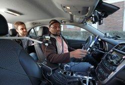 Un estudio muestra los sistemas de voz que más distraen al volante