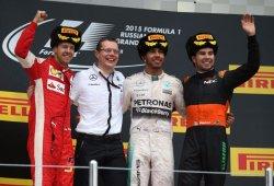 Hamilton pone a enfriar el champán en Rusia