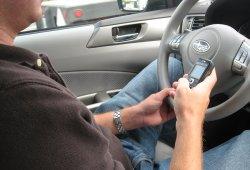 El descenso de la siniestralidad vial está estancado en España ¿debido a los móviles?