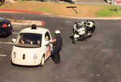 La policía de Mountain View detiene al coche de Google por circular muy despacio
