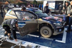 Ogier y Latvala empatan en el shakedown del Rally de Gales