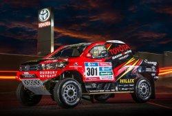Tres pilotos oficiales y ocho Toyota Hilux en el Dakar 2016