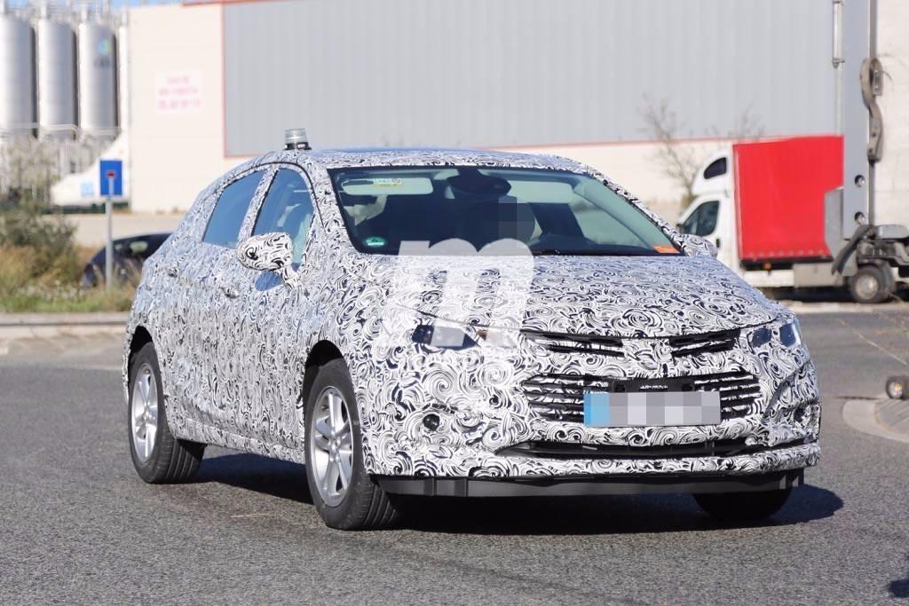 ¿Qué hace este Chevrolet Cruze Hatchback 2017 en España?