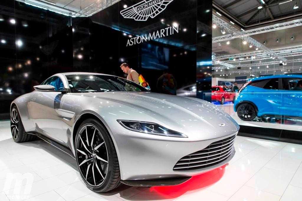 El Aston Martin DB10 de James Bond sale a subasta en Londres