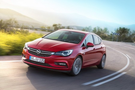 España - Enero 2016: El nuevo Opel Astra arranca con fuerza