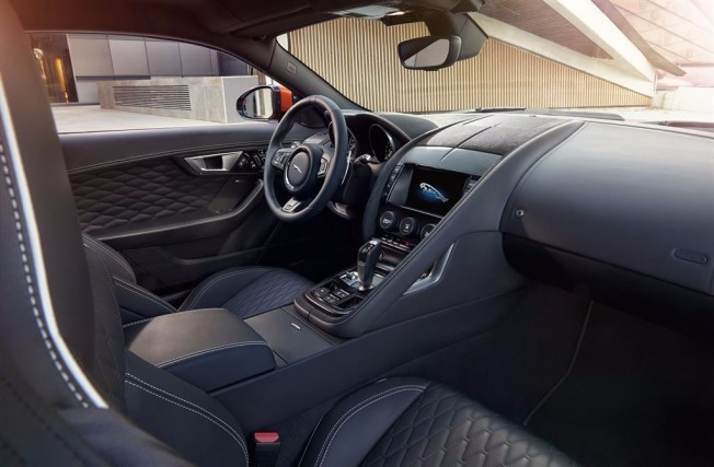 Jaguar F-Type SVR - interior