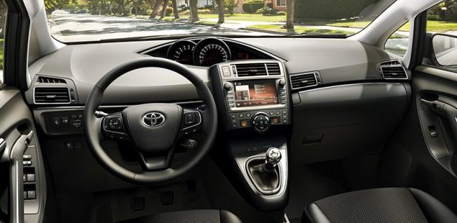 Toyota Verso 2016 - interior